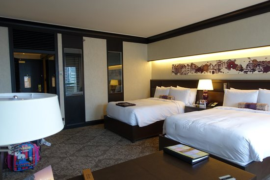 Fairmont Singapore: spacious room