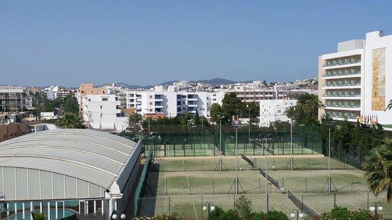 Sirenis Hotel Goleta & Spa : Aussicht zum benachbarten Tennisplatz