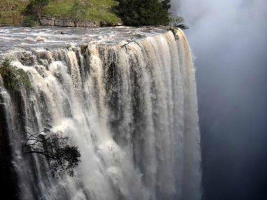 Mbotyi River Lodge: Magwa Falls - full flood