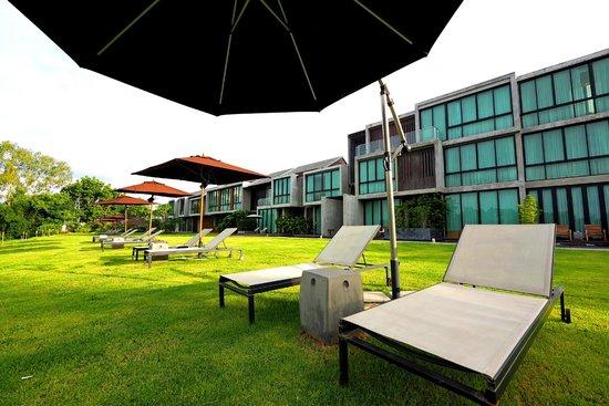 Zensala Riverpark Resort: เตียงนอนเล่นริมแม่น้ำ