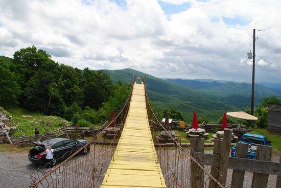 Big Walker Lookout: A sway bridge for sightseeing.
