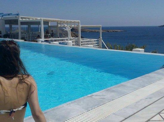 Mykonos Star : vista da piscina do hotel, bem em frente a praia!