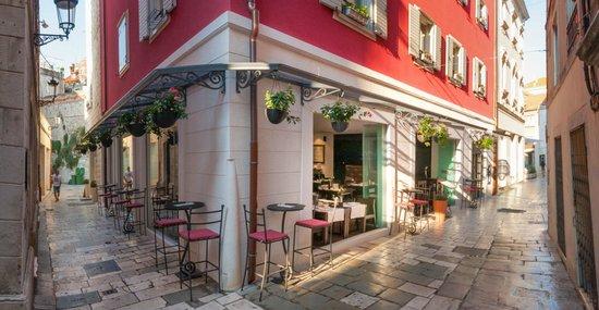 Restaurant Marshal