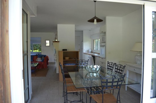 Madame Vacances Villas La Prade : La villa de l'intérieur