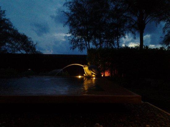 JW Marriott Phuket Resort & Spa: Private pool at night