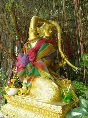 The Golden Mount (Wat Saket): Thoraki, diosa del agua en Wat Saket