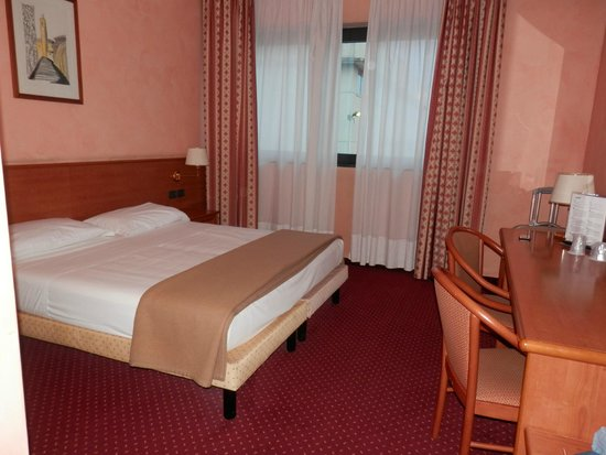 Airport Hotel Bergamo: CAMERA