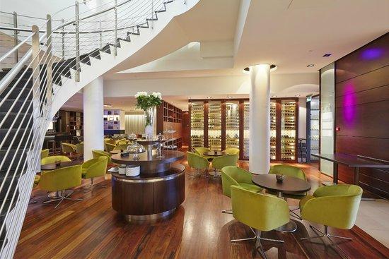Hilton Reykjavik Nordica: Bar area