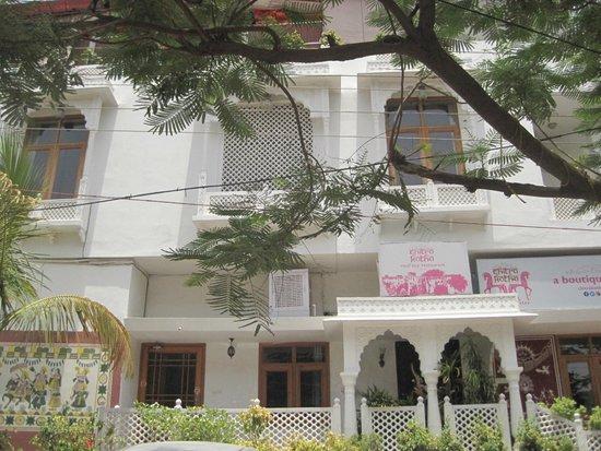 Chitra Katha: outside