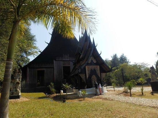 Casa Negra - Baan Si Dum - Museo Baandum: 入口前の家
