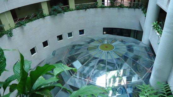 Marina d'Or 5: Vista de la mampara de cristal sobre el balneario.