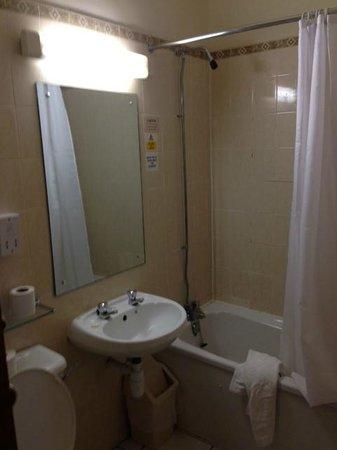 Britannia Wigan Hotel: taps leaked, tiles loose, awful