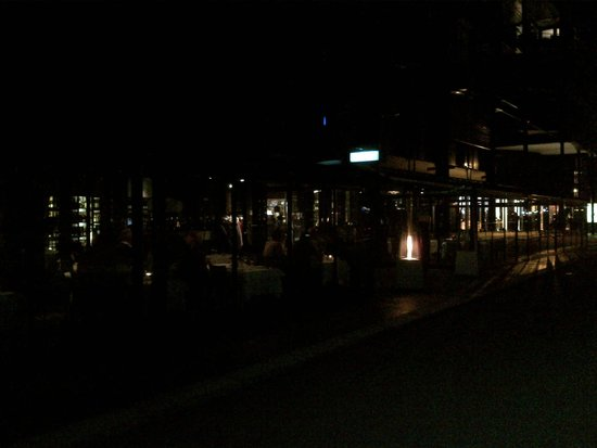 Lofoten Fiskerestaurant : View by night
