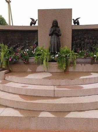 Mausoleu Da Menina Izildinha