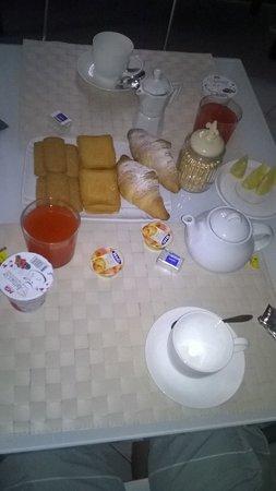Le Muse Bed and Breakfast: Desayuno en la habitación