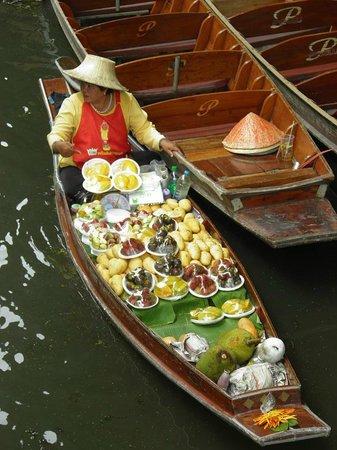 Damnoen Saduak Floating Market: vendedora en el mercado