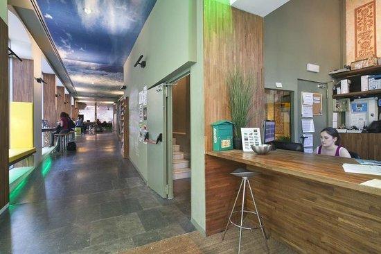 Urbany Hostel BCN GO! : Reception