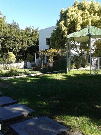 Riverside Boutique Hotel: Beautiful garden
