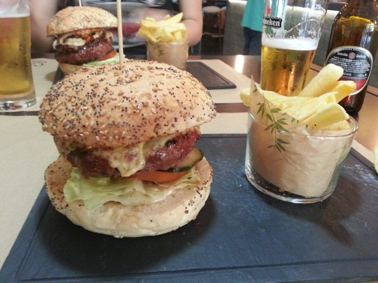 Anauco: The best burger I ever had!
