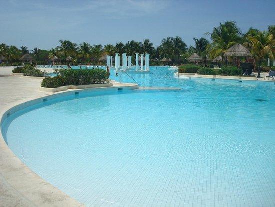 Grand Palladium Riviera Resort & Spa: piscina