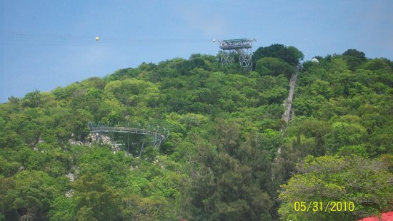 Dragons Breath Zipline: It all start here at the top of the mountain 700 ft above the surf!!!