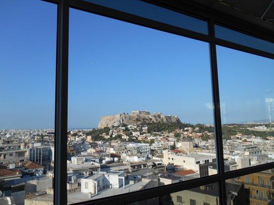 Astor Hotel Athens: 窓越し
