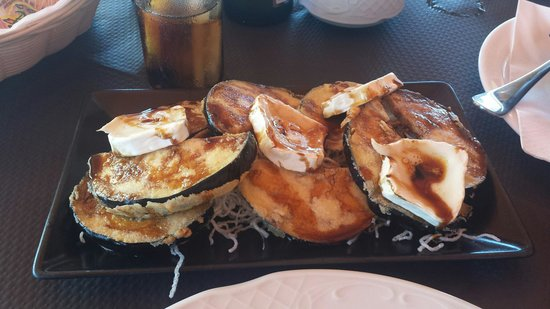 La Ola Restaurant & Lounge Bar: Berenjenas rebozadas cn miel y queso de cabra