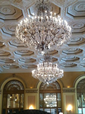 Omni William Penn Hotel: Chandeliers