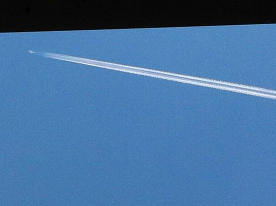Santa Susanna Resort : First plane early in the morning spraying into a clear blue sky turning it cloudy
