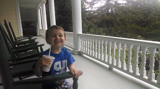 Balsam Mountain Inn & Restaurant: Grandson excited to pick up his sister from camp