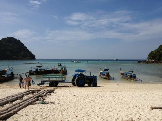 Phi Phi Island Village Beach Resort : Our tractor