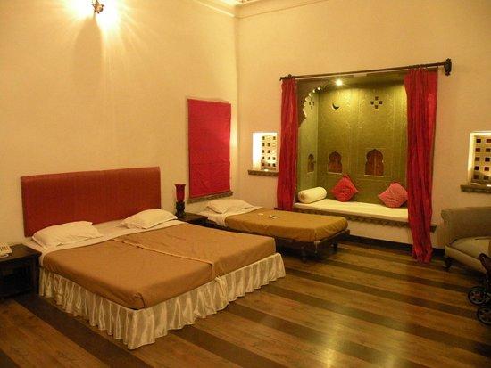 Hotel Udaigarh Udaipur: room