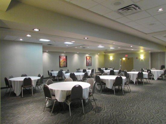 Best Western Plus York Hotel & Conference Center: Back half of banquet room