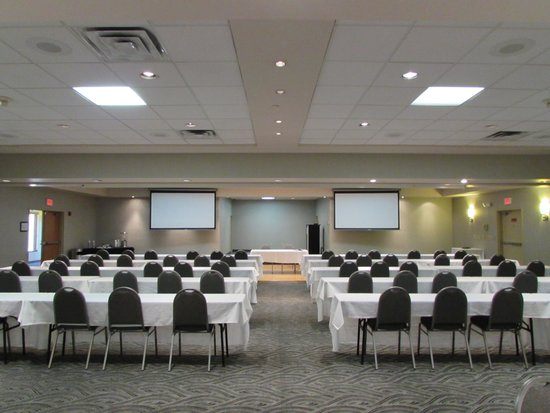 Best Western Plus York Hotel & Conference Center: Front half of banquet room