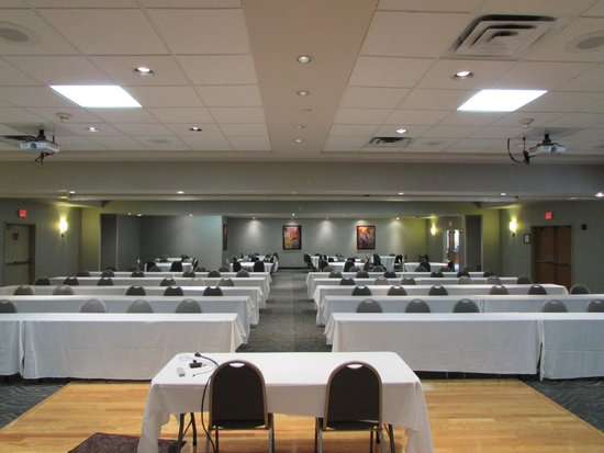 Best Western Plus York Hotel & Conference Center: Banquet room from the front