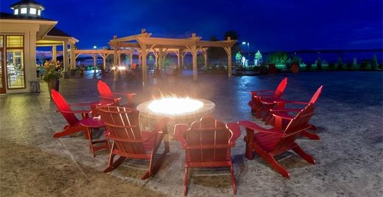 1000 Islands Harbor Hotel Fire Pit