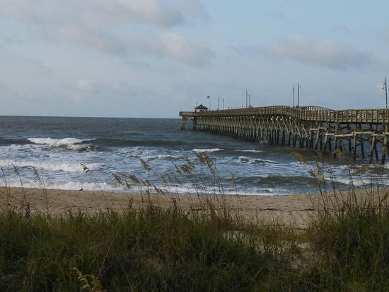 Ocean Crest Motel : Right beside the fishing pier