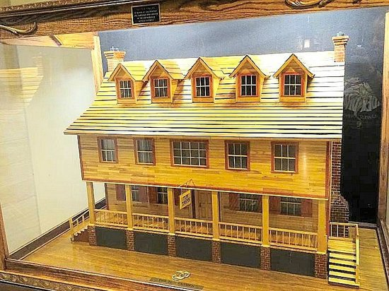 National Museum of the Marine Corps: model of Tun Tavern