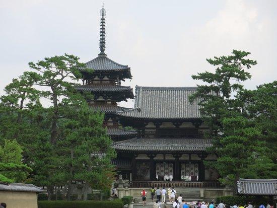 Horyuji Temple: 五重塔 よくある構図です