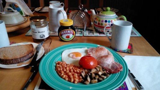 Pilgrims B&B: English breakfast served