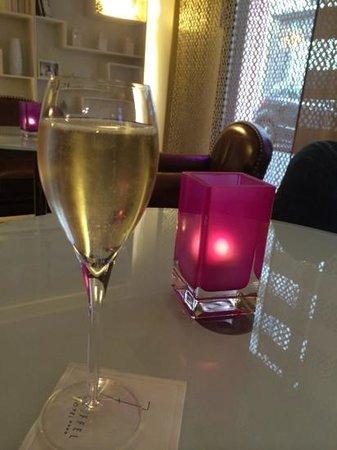 Hotel 7 Eiffel: Billecart Salmon champagne