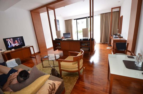 Woodlands Suites Serviced Residences: The larger Room 1104 (direct pool access)
