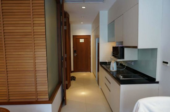 Woodlands Suites Serviced Residences: Room 1101's kitchen area