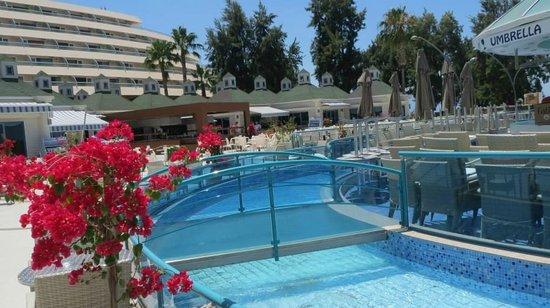 Grand Blue Sky International: Pool