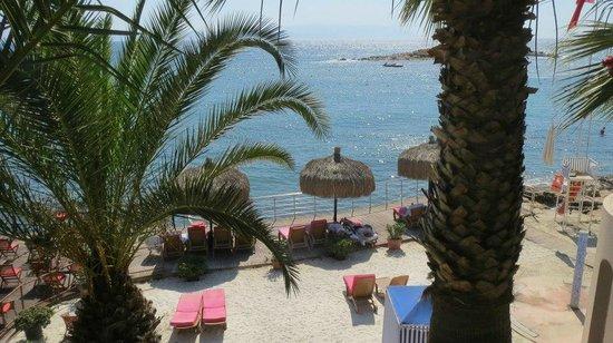 Grand Blue Sky International: Beach bar