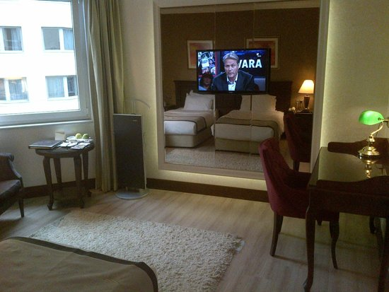 LaresPark Hotel: Flat screen in room and view of 2 beds