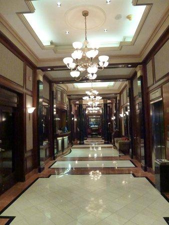 Avalon Hotel : Den vackra foajen!
