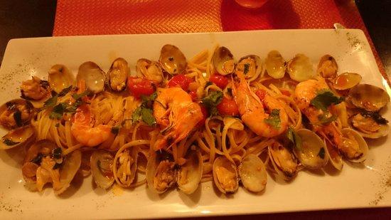 Le Soleil De Naples: Linguini aux fruits de mer