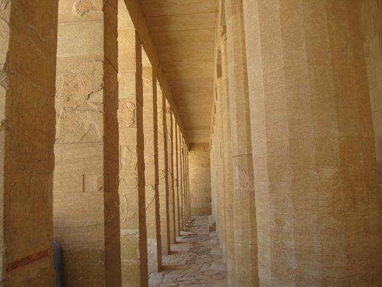Totentempel der Hatschepsut im Deir-el-Bahari-Tal: Колонны