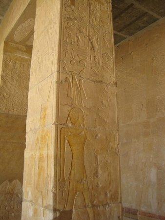 Totentempel der Hatschepsut im Deir-el-Bahari-Tal: Рельефное изображение